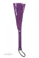 Martinet en cuir violet - Un martinet en daim avec des lanières courtes et très douces pour vous initier aux jeux de fouets.