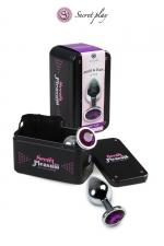 Plug aluminium S Violet - Plug anal en métal de la marque espagnole Secret Play. D'une longueur de 7,5 cm et un diamètre de 2,5 cm sa forme est étudiée pour procurer d'intenses sensations. Il est décoré d'un strass violet.